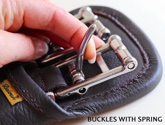 Baloun® girths are made with buckles with spring and therefore it's easier to tighten up the girth